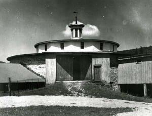 Round Stone Barn, wagon entry level