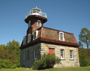 Bluff_Point_Light_on_Valcour_Island