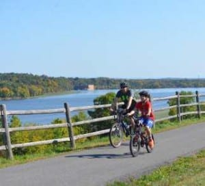 cyclist on the erie canalway