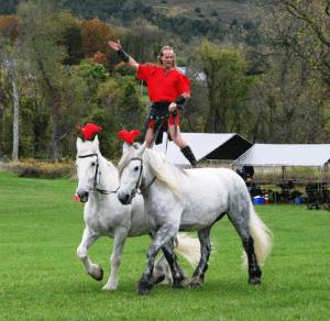 Roman Gladiator JD Winslow demonstrates Roman horseback riding