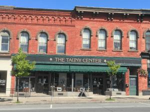 TAUNY center