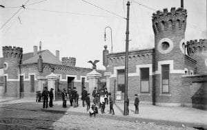 Sands Street entrance to the Brooklyn Navy Yard, 1904.