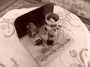 1930s style homemade one-tube regenerative radio courtesy Wikimedia user Ozguy89