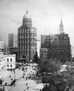 Pullitzers New York World building at Park Row completed in December 1890